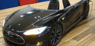 Deskla Tesla S
