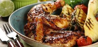 Karaibski kurczak z grilla z ananasową salsą
