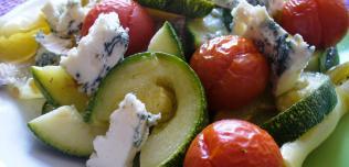 ser pleśniowy i pieczone warzywa