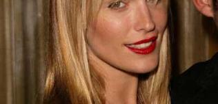 Długa blond grzywka