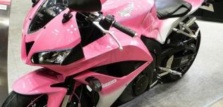 Motocykle i skutery na różowo