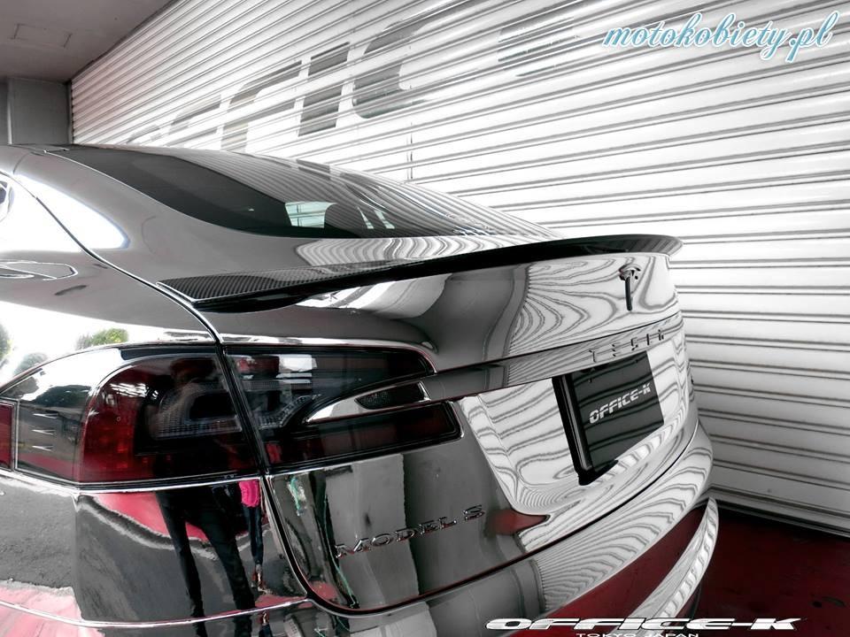 Tesla Model S Office-K