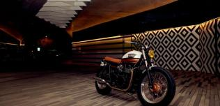 Triumph Bonneville T100 Urban Pearl Ton-Up Garage